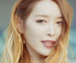 "AGirls' Yeonju ""Uhoo"" promotional picture."