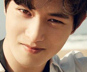 """CNBLUE's Jonghyun """"7CN"""" promotional picture."""
