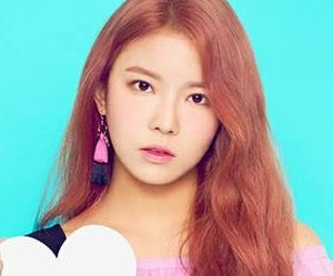 "Gugudan's Nayoung ""Narcissus"" promotional picture."