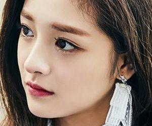 """Pristin's Kyul Kyung """"Hi! Pristin"""" promotional picture."""