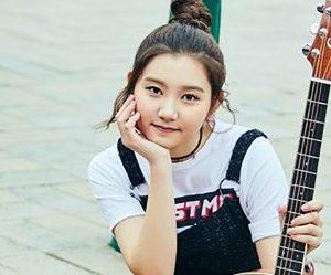 """Pristin's Sungyeon """"Hi! Pristin"""" promotional picture."""