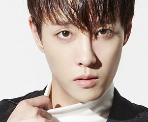 """The King's Donghyuk """"Damn-oh"""" promotional picture."""