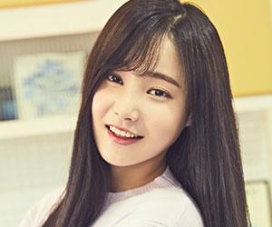 "Momoland's Yeonwoo ""Wonderful love"" promotional picture."