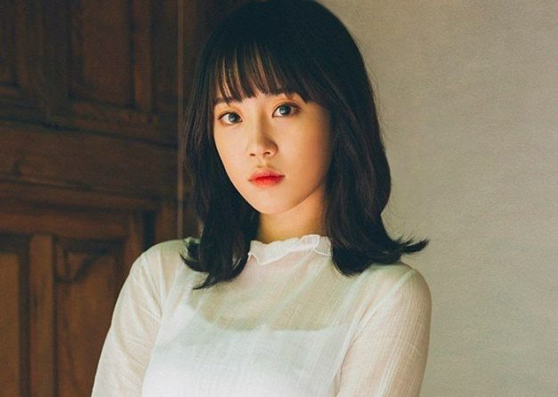 """Hur Youngji's promotional picture for """"Memory Clock"""""""