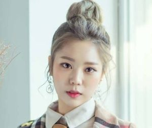 """HINT's Sogeum promotional picture for """"Walkie Talkie"""""""