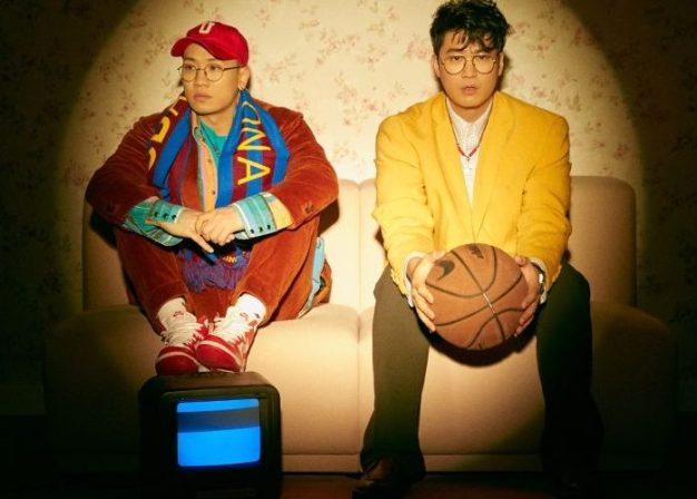 "Dynamic Duo's ""Bongjeseon"" promotional picture."