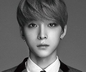 Lucente's USeong pre-debut promotional picture.