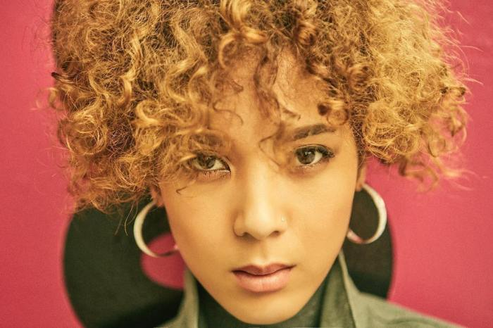 "Yoon Mirae's promotional picture for ""D-118"""