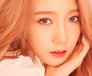 "Cosmic Girls' Meiqi ""Dream Your Dream"" promotional picture."