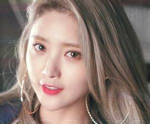 "EXID's Jeonghwa ""Lady"" promotional picture."