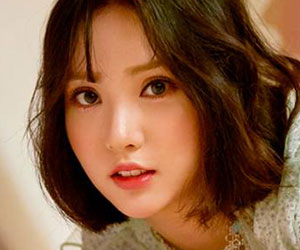 """G.Friend's Eunha promotional picture for """"Time For The Moon Night"""""""