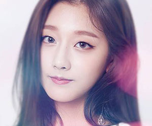 "Lovelyz Yein promotional picture for ""Cure"""