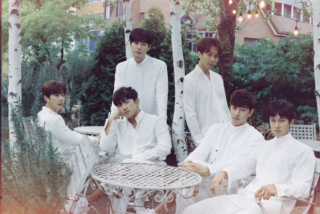 """Shinhwa's promotional picture for """"Heart"""""""